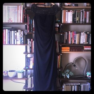 Flattering, ruched, long navy dress w/ beading